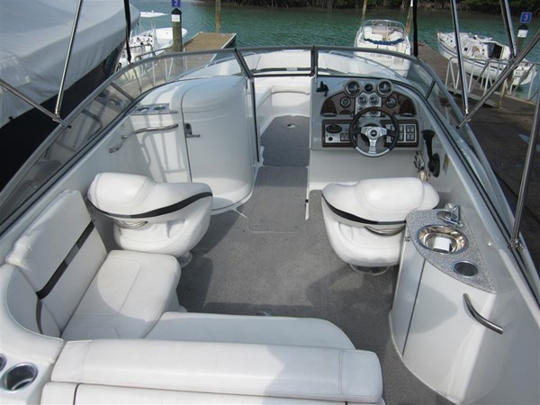 2005 FORMULA  Deck Boat 671191