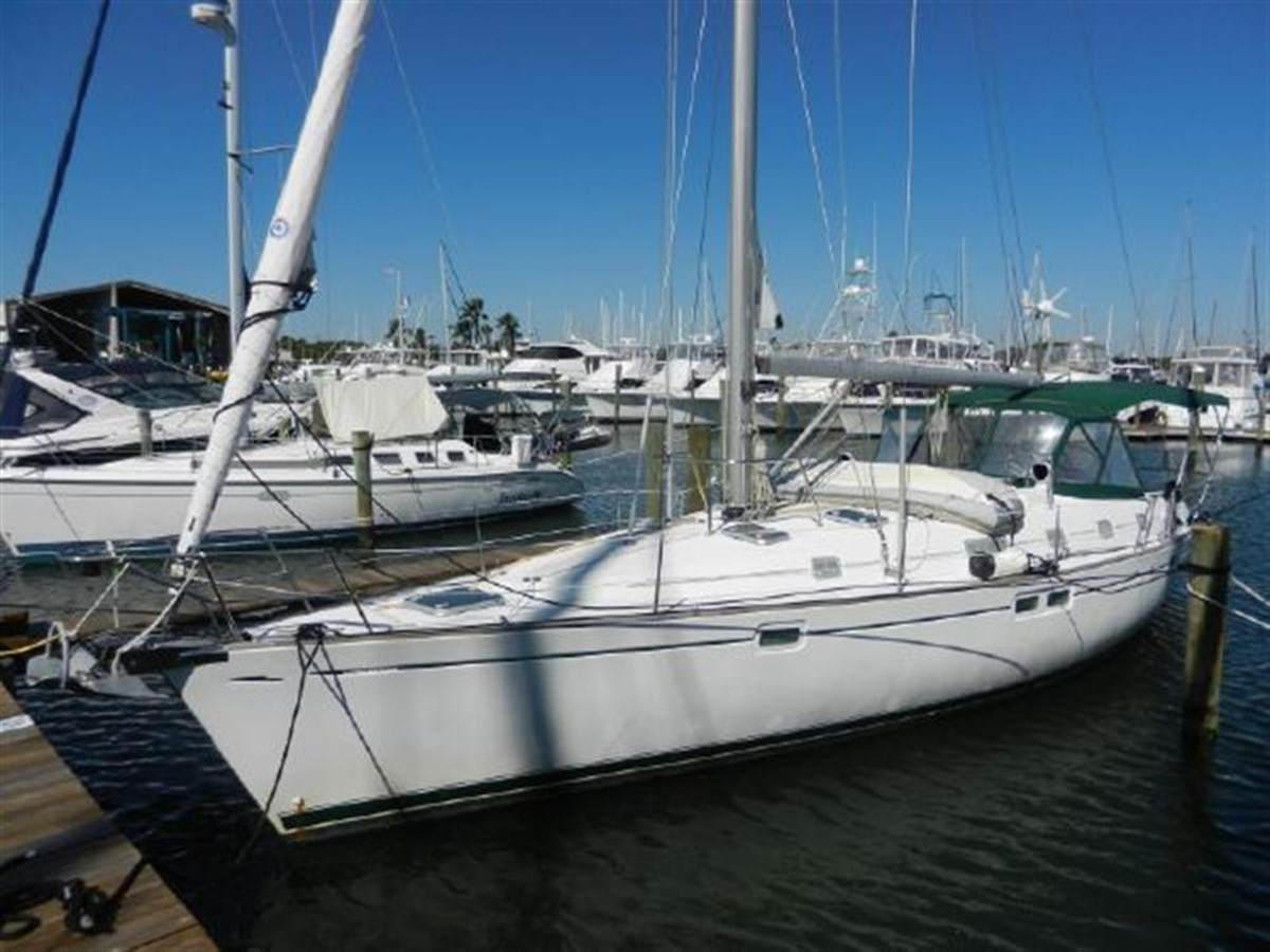 Photo3 2000 BENETEAU  Cruising Sailboat 681623