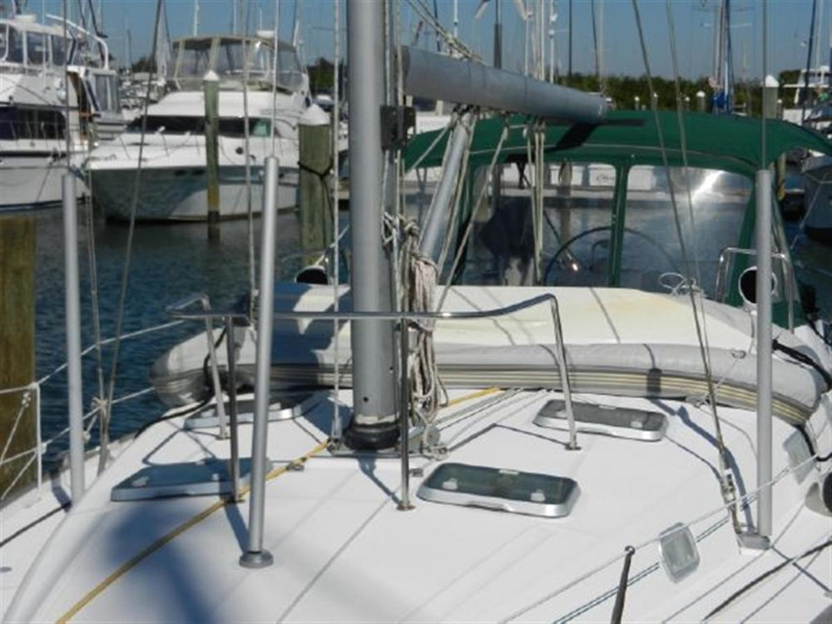 Photo2 2000 BENETEAU  Cruising Sailboat 681625