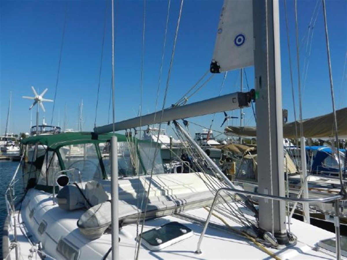 Photo4 2000 BENETEAU  Cruising Sailboat 681626