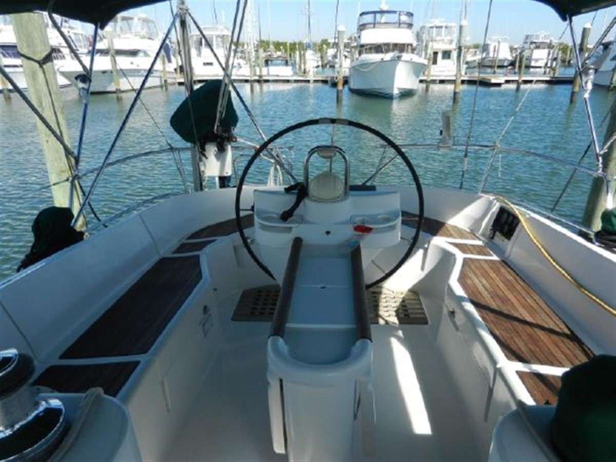 Photo7 2000 BENETEAU  Cruising Sailboat 681632