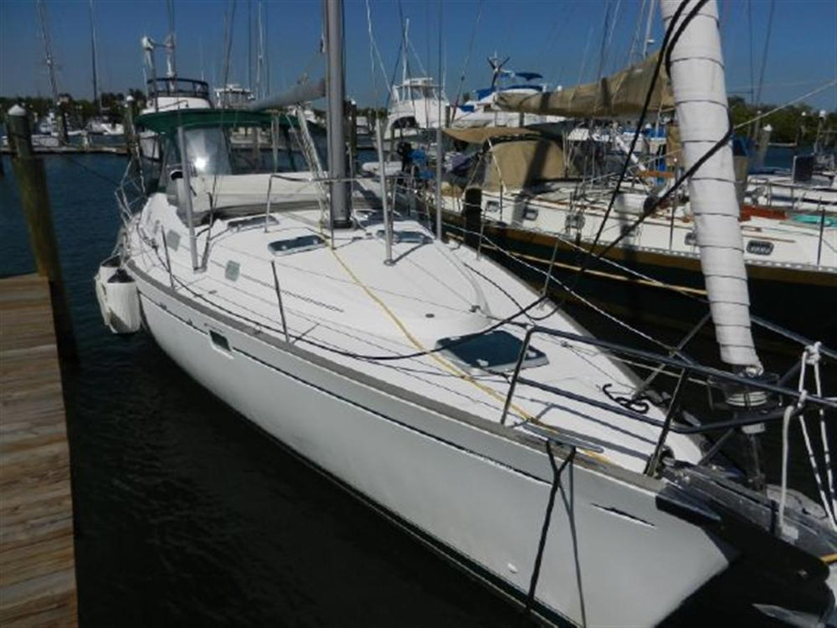 Photo13 2000 BENETEAU  Cruising Sailboat 681634