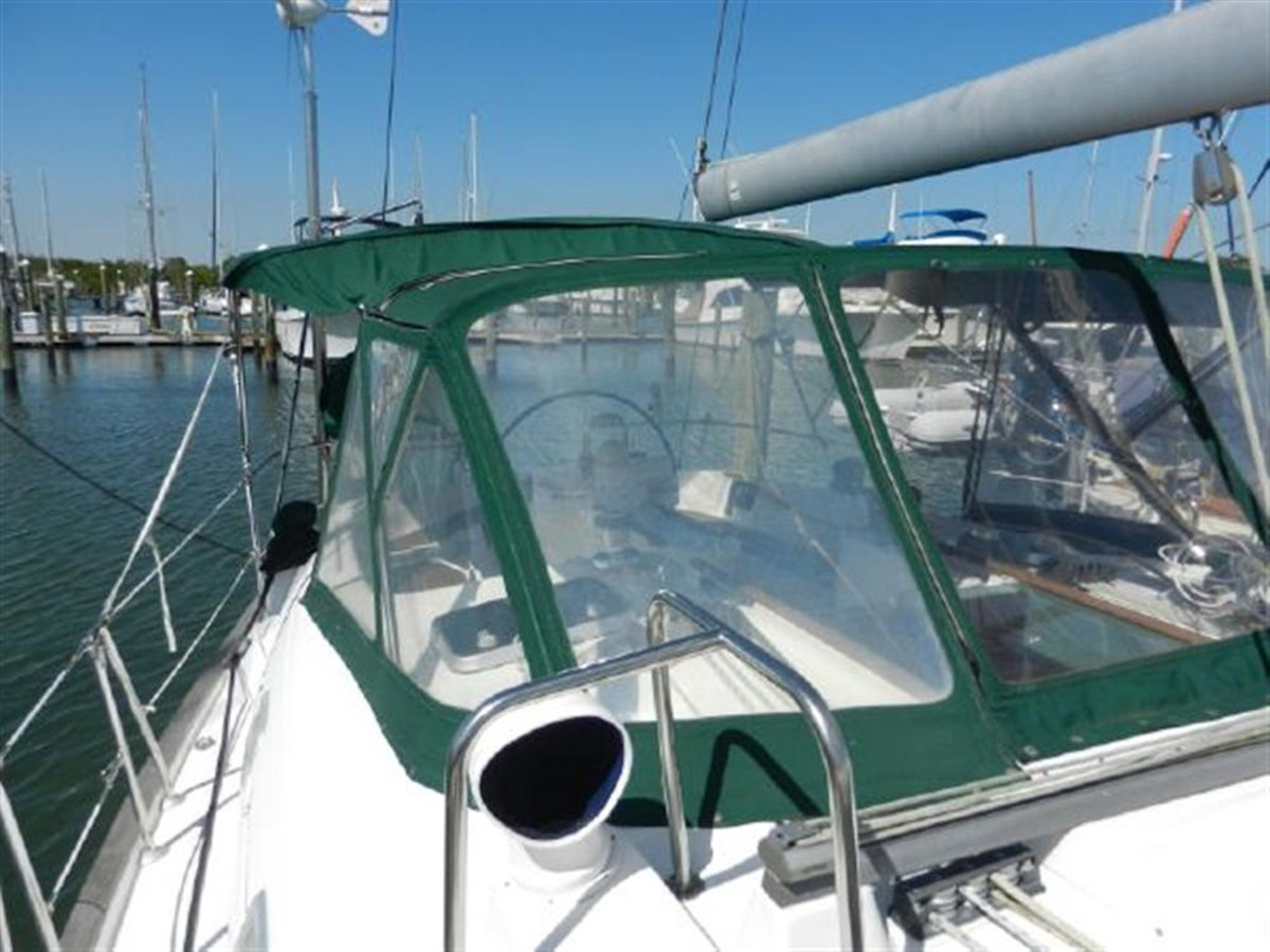 Photo16 2000 BENETEAU  Cruising Sailboat 681637
