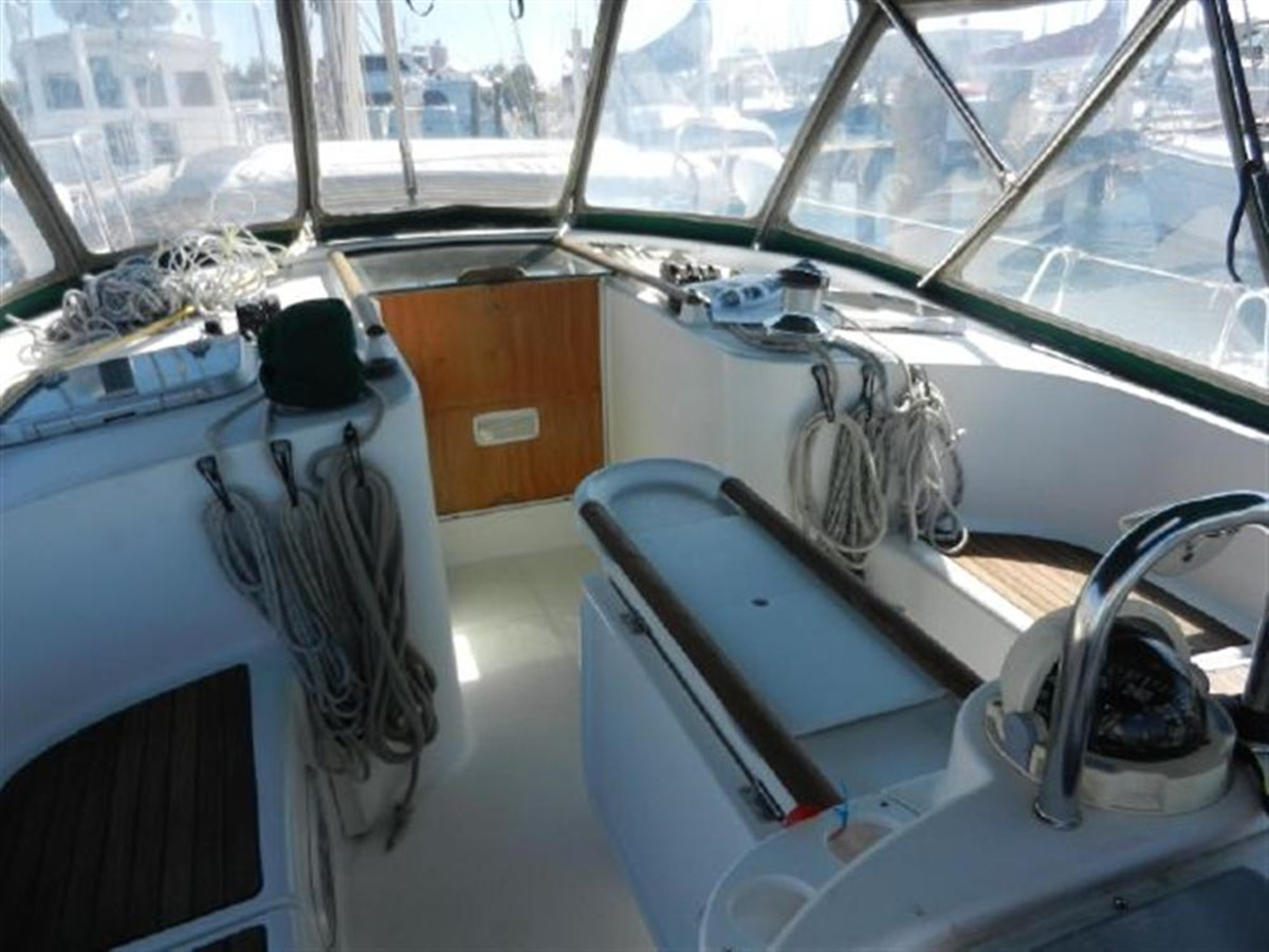 Photo21 2000 BENETEAU  Cruising Sailboat 681642