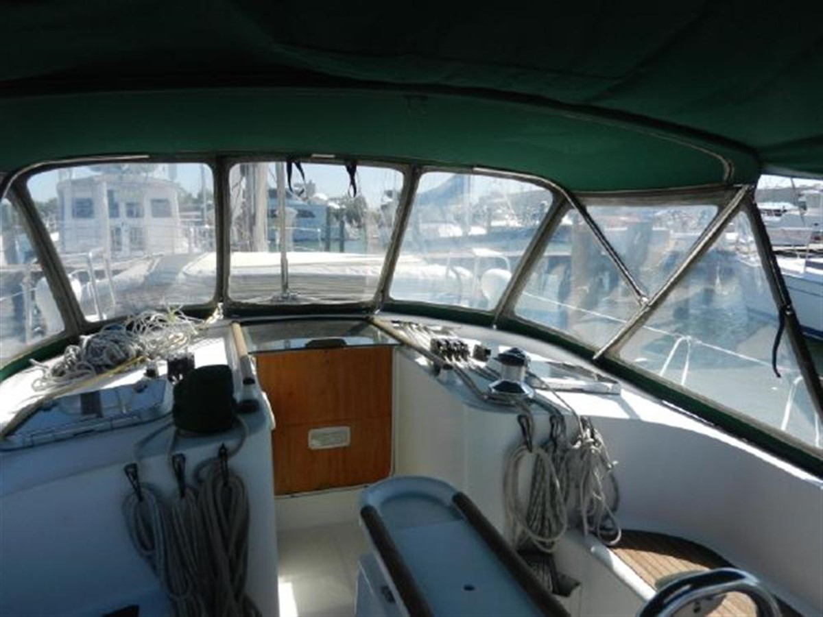 Photo22 2000 BENETEAU  Cruising Sailboat 681643