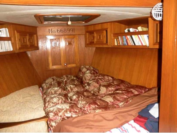 FORWARD CABIN 1983 CHEOY LEE  Aft Cockpit 931746