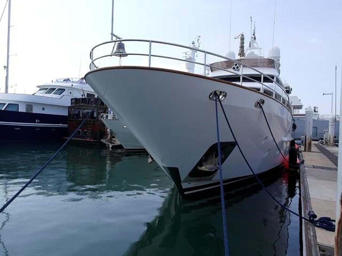 Azimut Benetti Tradition 100 -  Bow view 2009 BENETTI Tradition 100 Motor Yacht 937231