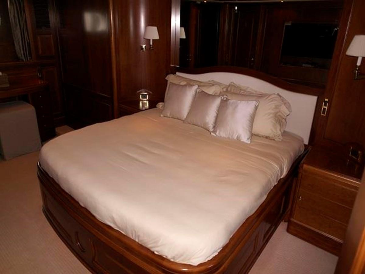 Azimut Benetti Tradition 100 - Master Cabin 2009 BENETTI Tradition 100 Motor Yacht 937241