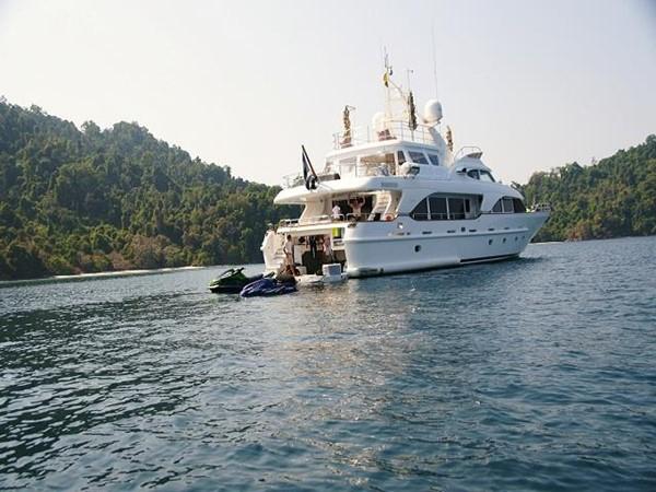 Azimut Benetti Tradition 100 -  Cruising (aft view) 2009 BENETTI Tradition 100 Motor Yacht 937230