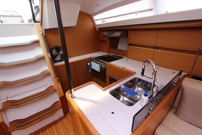2010 JEANNEAU 57 Cruising Sailboat 1079268