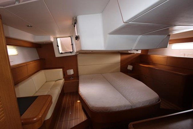 2010 JEANNEAU 57 Cruising Sailboat 1079269