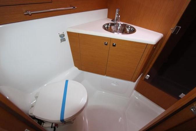 2010 JEANNEAU 57 Cruising Sailboat 1079273