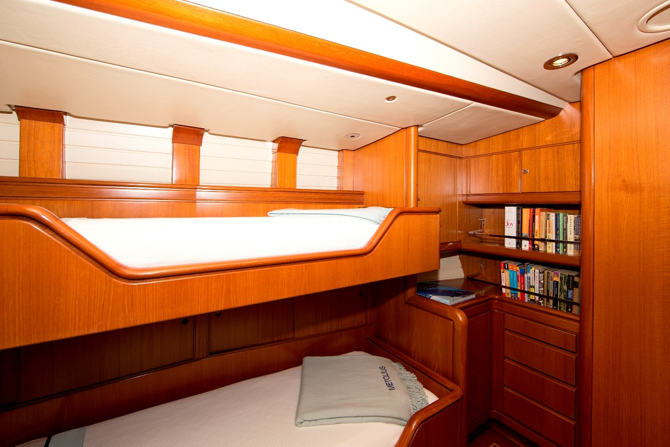 guest upper/lower 1992 ROYAL HUISMAN 84' Cruising Sailboat 1092156