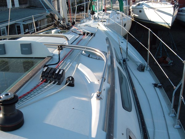 Lines led aft and adjustable genoa cars 2006 JEANNEAU Jeanneau Sun Fast 35 Cruising/Racing Sailboat 1103603