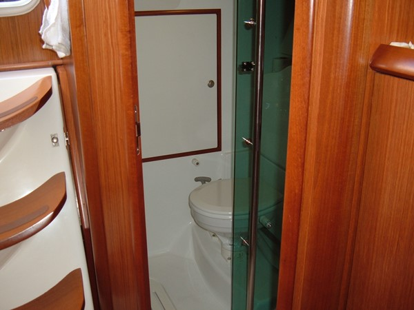 Aft head with separate shower 2006 JEANNEAU Jeanneau Sun Fast 35 Cruising/Racing Sailboat 1103609