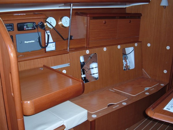 Starboard settee and nav station 2006 JEANNEAU Jeanneau Sun Fast 35 Cruising/Racing Sailboat 1103618