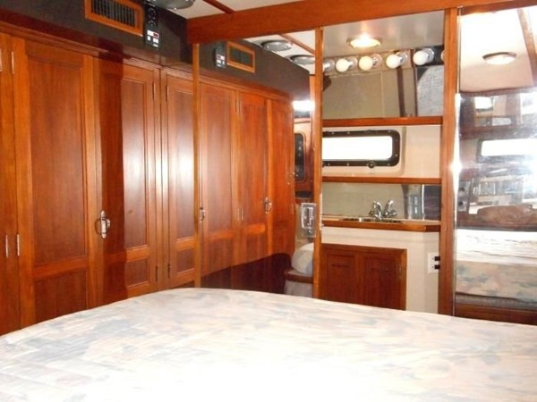 1988 CARVER 4207 Aft Cabin Motor Yacht Motor Yacht 1144386