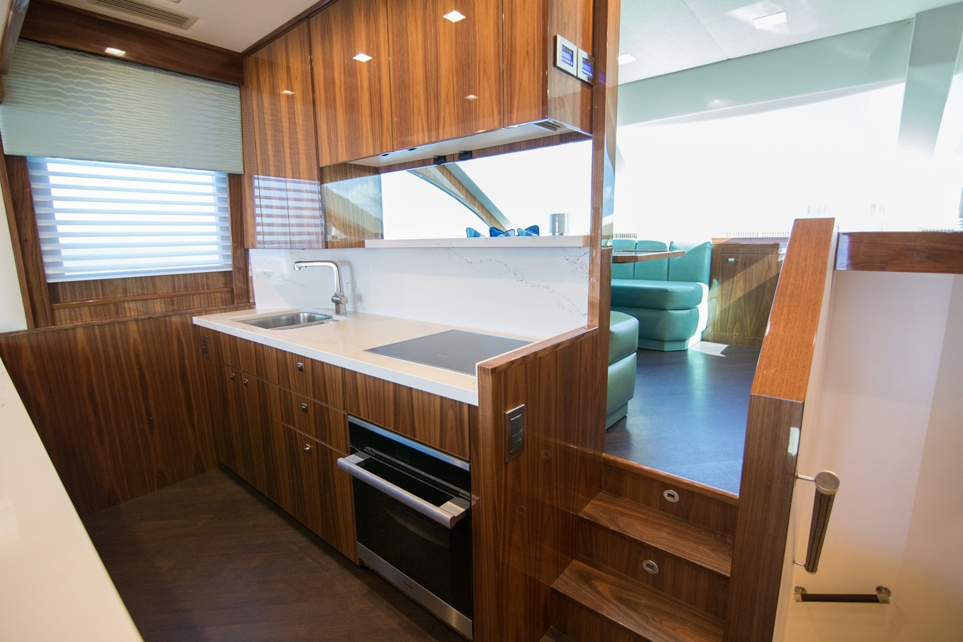 2018 VIKING Motor Yacht Enclosed Bridge 2093808