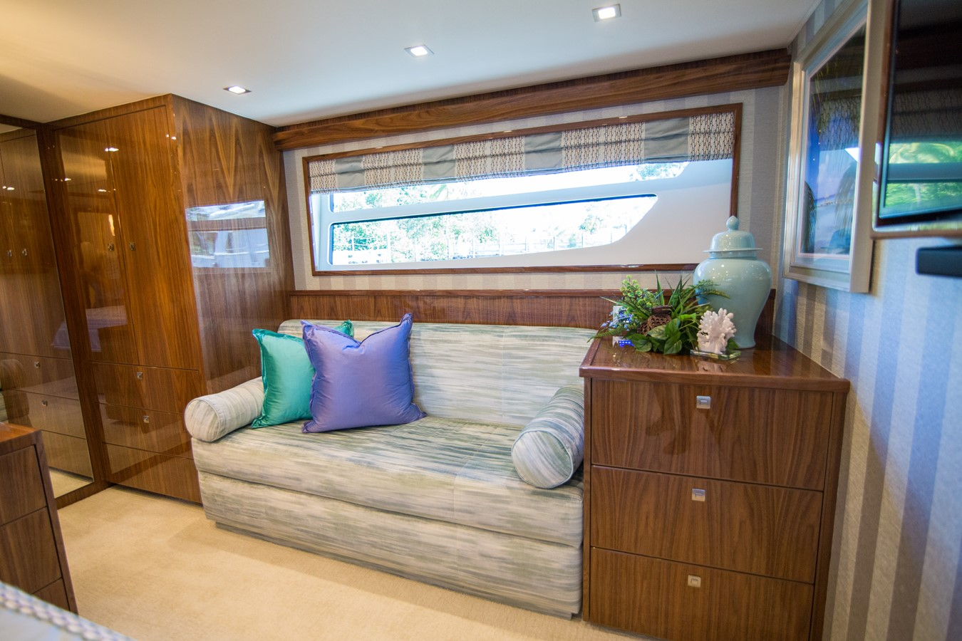 2018 VIKING Motor Yacht Enclosed Bridge 2093814