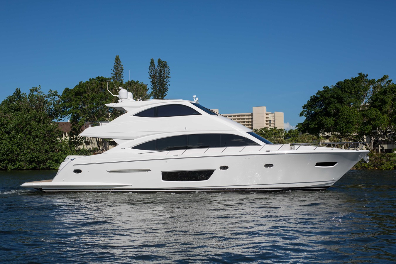 2018 VIKING Motor Yacht Enclosed Bridge 2093912