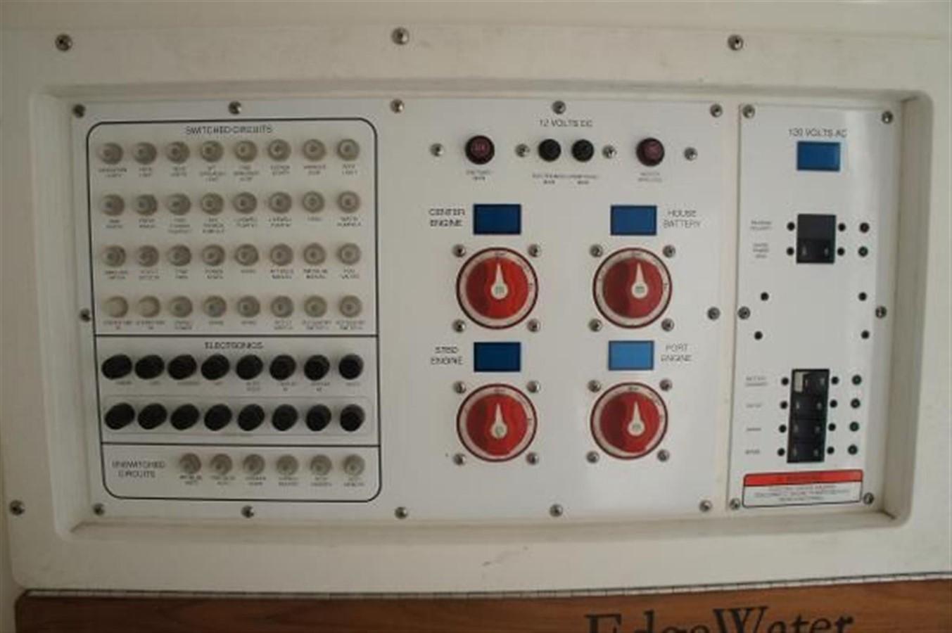 2010 EDGEWATER 388CC Center Console 1146408