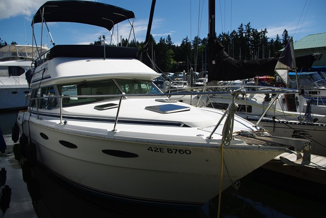 Starboard side forward 1986 SEA RAY SRV 300 Cruiser 1195082