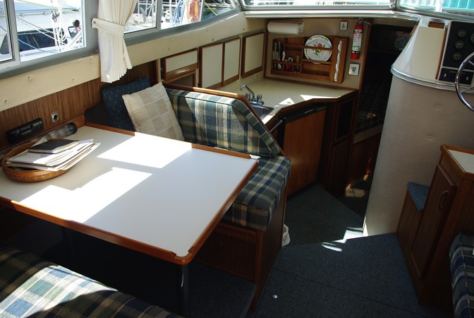 Salon/dinette  1986 SEA RAY SRV 300 Cruiser 1195185