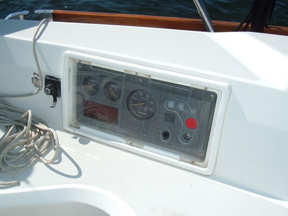 1999 SABRE YACHTS Sabre 452 Cruising Sailboat 1331972