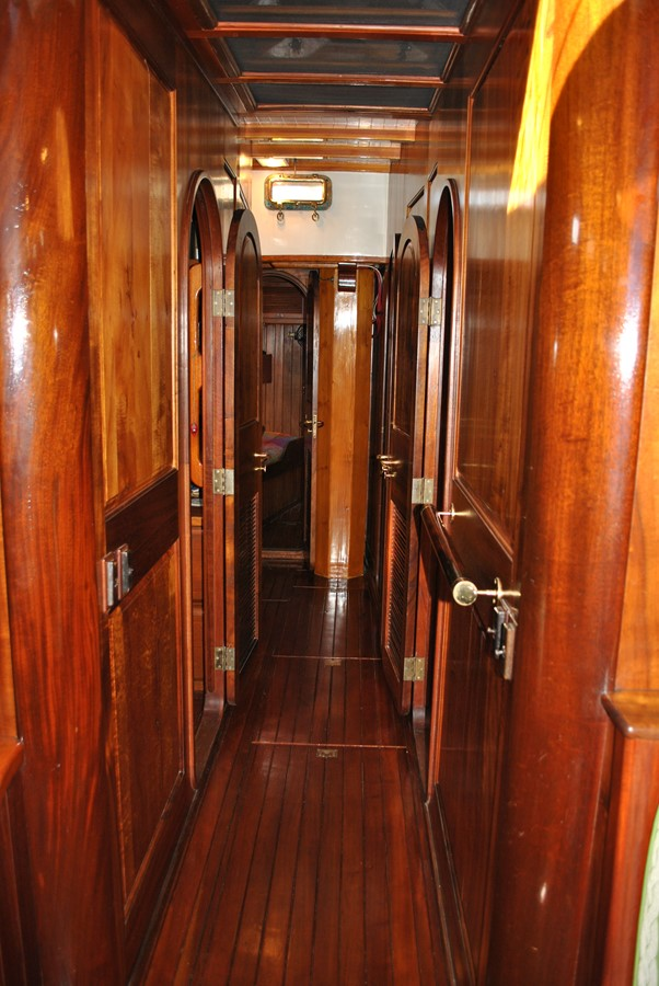 Passageway Forward 1991 COVEY ISLAND BOAT WORKS  Cruising Sailboat 1522888