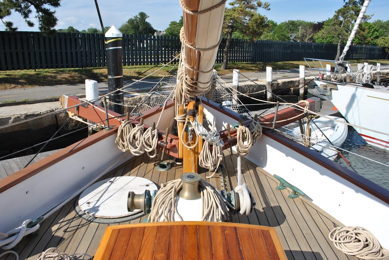 Windlass and Catheads 1991 COVEY ISLAND BOAT WORKS  Cruising Sailboat 1522915