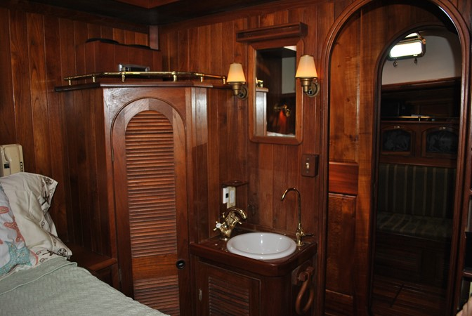 Sink & Vanity Guest #1 1991 COVEY ISLAND BOAT WORKS  Cruising Sailboat 1522890
