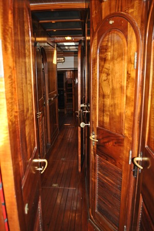 Passageway Aft 1991 COVEY ISLAND BOAT WORKS  Cruising Sailboat 1522894