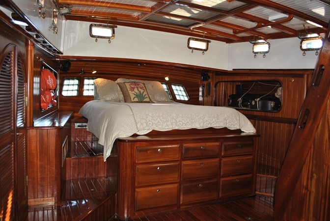 Owner's Berth 1991 COVEY ISLAND BOAT WORKS  Cruising Sailboat 1522902