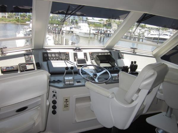Enclosed Bridge 2000 VIKING  60 Cockpit Sport Yacht  1701034