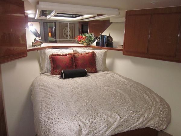 VIP Stateroom 2000 VIKING  60 Cockpit Sport Yacht  1701043