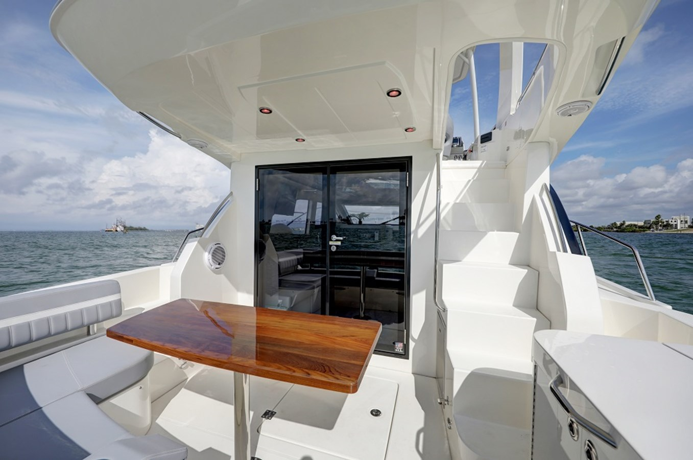 B44A5682_3_4_5_6 2020 CARVER C40 Command Bridge Motor Yacht 2825081