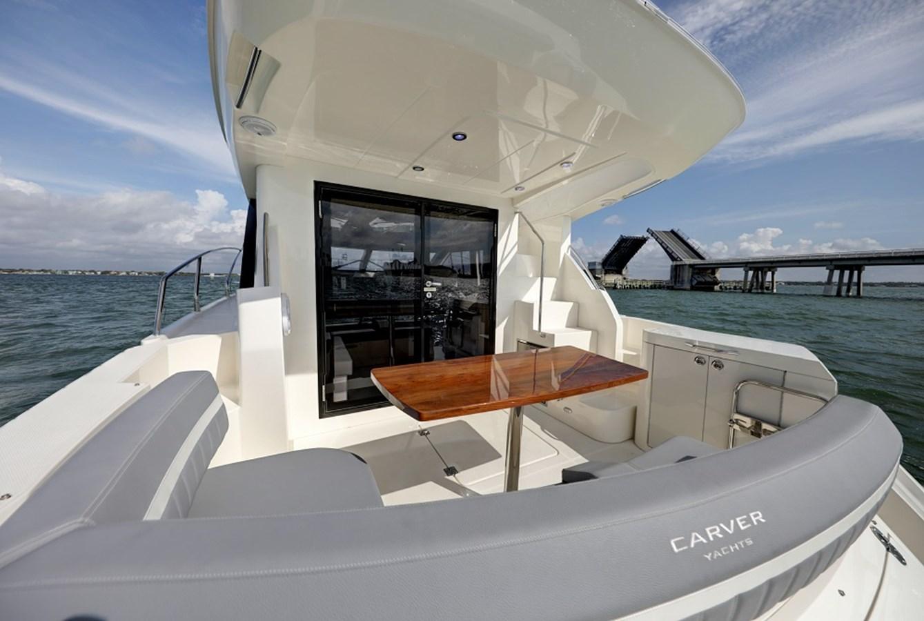 B44A5687_88_89_90_91 2020 CARVER C40 Command Bridge Motor Yacht 2825082