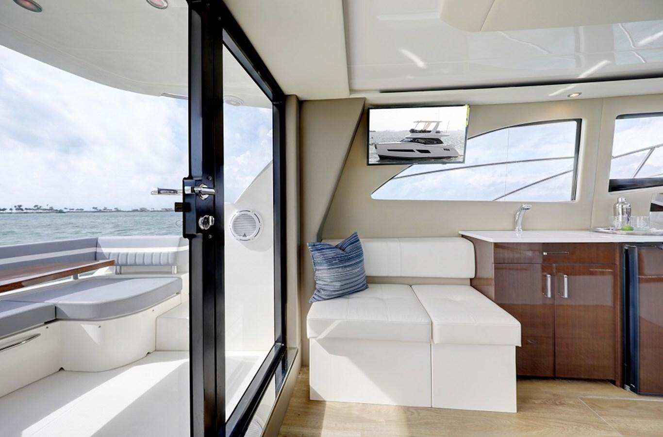 B44A5777_78_79_80_81 2020 CARVER C40 Command Bridge Motor Yacht 2825091