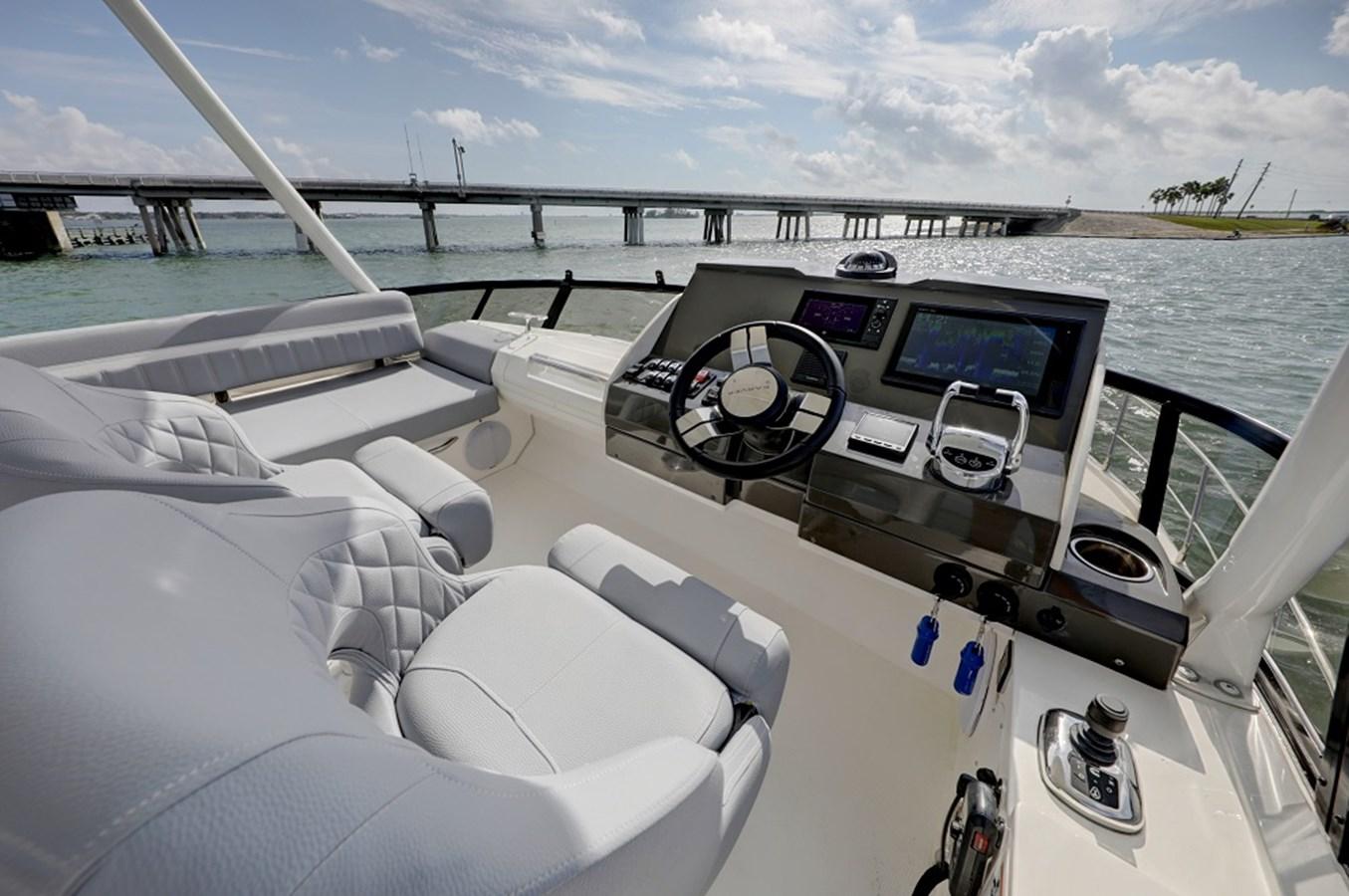 B44A5577_78_79_80_81 2020 CARVER C40 Command Bridge Motor Yacht 2825117