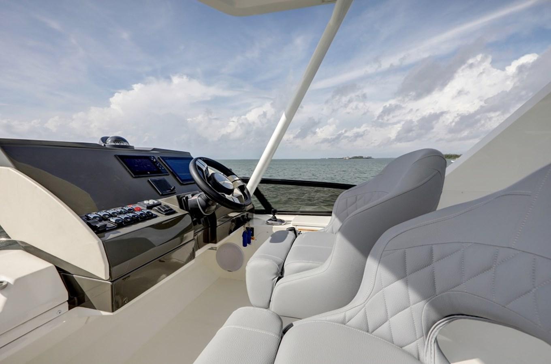 B44A5597_598_599_600_601 2020 CARVER C40 Command Bridge Motor Yacht 2825119