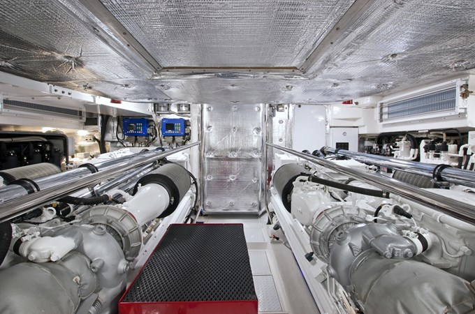 Engine Room looking Fwd 2002 PERSHING 88 Express Motor Yacht 1388103