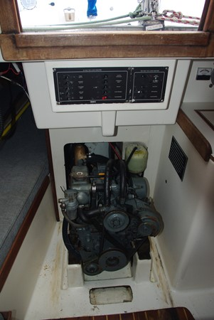 Engine box (exposed) 1984 TARTAN YACHTS  Aft Cockpit 1454954