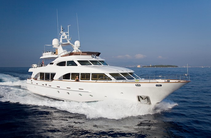 Exterior 2008 BENETTI Tradition 100 Tri-Deck 1882147