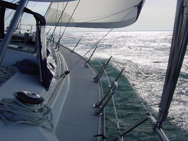 Sailing the Open Ocean 2002 CATALINA 400 MkII Cruising/Racing Sailboat 1525964