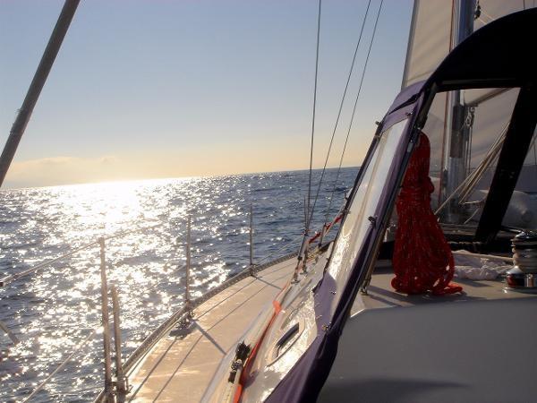 Sailing the Open Ocean 2002 CATALINA 400 MkII Cruising/Racing Sailboat 1525965