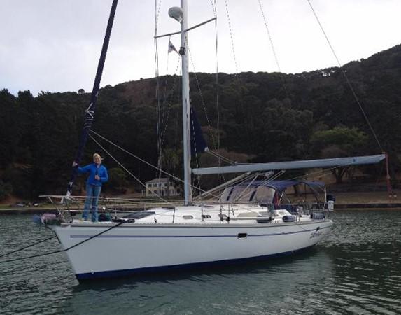 At Anchor 2002 CATALINA 400 MkII Cruising/Racing Sailboat 1525971