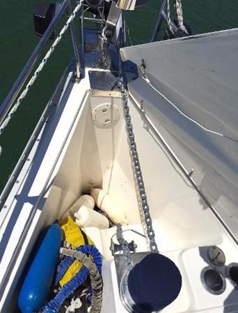 Anchor Locker 2002 CATALINA 400 MkII Cruising/Racing Sailboat 1525980