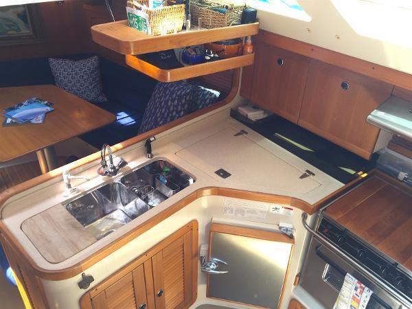 Galley 2002 CATALINA 400 MkII Cruising/Racing Sailboat 1526004