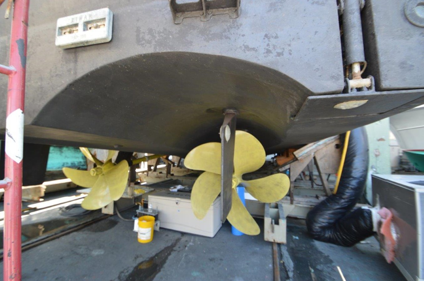 1996 HATTERAS Convertible SF w/ Skylounge Sport Fisherman 2038439