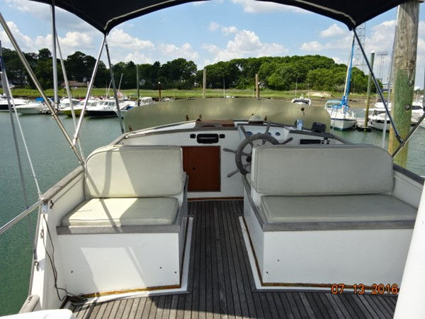 36' Grand Banks flybridge forward 1978 GRAND BANKS 36 Classic Trawler 1549173